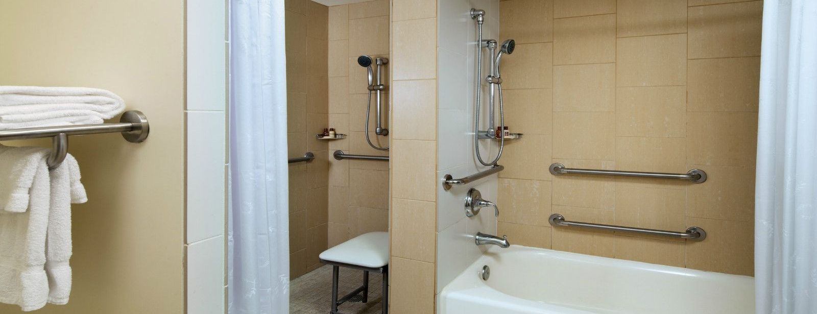Oahu Hotel Rooms - Accessible Bathroom